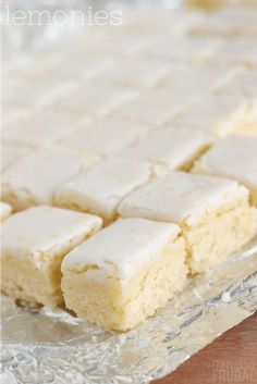 If you love a good lemon dessert recipe, then I'm sure you will love these lemonies! Tasty Dessert Recipes, Bar Recipes, Homemade Desserts, Homemade Cakes, Easy Desserts, Sweet Recipes, Delicious Desserts, Yummy Food, Lemony Lemon Brownies