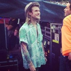 Dougie yesterday at the 1D concert in Wembley.Now look at his face and tell me he wouldn't want that for mcfly pic.twitter.com/PmrhaHmFQL
