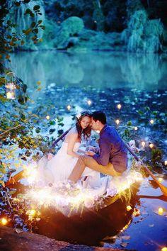 Il y a quelque chose d'indéniablement féérique à propos de Disney. Il n'est donc pas surprenant de voir tant de couples tenter d'incorporer un peu de cette magie à leur cérémonie de mariage. Que vous...