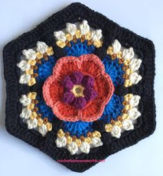 Crochet between worlds: Frida's Flowers CAL - Block 4 - Rosa