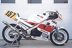 VFR RC24 racebike