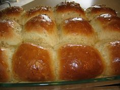 Multi-Grain Rolls that use steel cut oatmeal as one of the flours. From: Pink Cookies with Sprinkles Oats Recipes, Smoothie Recipes, Healthy Recipes, Bread Recipes, Yummy Recipes, Bread Bun, Bread Rolls, Yummy Rolls Recipe, Roll Recipe