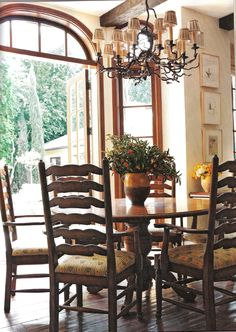 Press - Interior Design News - Tuscan Style, January 2011 - Timothy Corrigan Round Dinning Table, Dining Set, Hollywood Homes, Beautiful Dining Rooms, Mediterranean Home Decor, Tuscan Decorating, Tuscan Style, Home Decor Kitchen, Kitchen Ideas