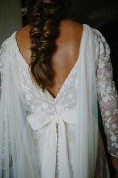 la boda de Rocio   Sole Alonso Todo lo fuimos eligiendo muy poco a poco, primero el vestido era liso, luego fuimos cambiando la tela y encontramos esta romántica gasa bordada, perfecta para el sitio donde era, y que a Rocío le chifló,