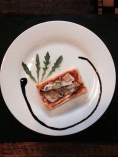 Tejota. Tapa: Calsot sobre Hojaldre y salsa romescu con lomo de sardina. De Miércoles a Domingo de 14:30 hasta cierre.