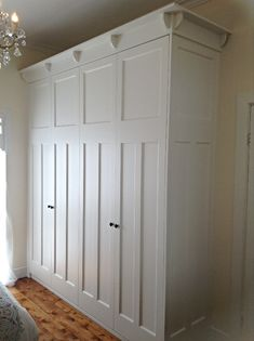 Decorating Your American Bungalow Style House Bungalow Bedroom, Bungalow Decor, Bungalow Interiors, Bungalow Renovation, Bungalow Homes, Bungalow Ideas, California Bungalow Interior, Armoire, Built In Wardrobe