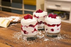 Mascarpone-Himbeerquark Mascarpone – raspberry – quark, a very delicious recipe in the category creams. Mini Desserts, Easy Desserts, Dessert Recipes, Dessert Simple, Cake Mascarpone, Spaghetti Eis Dessert, Brunch, Eat Dessert First, Cheesecake