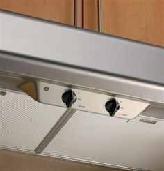 Keep the air in your kitchen as fresh as the food you prepare. Our high-performance range hoods draw out smoke, moisture, and more.