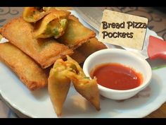 Today we will make Bread Pizza Pockets recipe. You can easily know Ingredients and How to Make Bread Pizza Pockets step by step recipe. Breakfast Recipes, Snack Recipes, Cooking Recipes, Potato Bread, Potato Pancakes, Yummy Snacks, Yummy Food, Vegetable Cutlets, Crispy Pizza