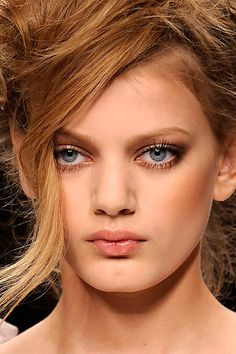 5 Nude Makeup Look Tutorials. Awesome.