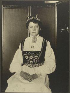 Norwegian woman. Ellis Island (Augustus Francis Sherman, photographer - circa 1906-1914)