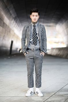 Seoul Fashion Week street style.