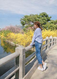 Korean Fashion – How to Dress up Korean Style – Designer Fashion Tips Girl Photography Poses, Amazing Photography, Fashion Photography, Korean Street Fashion, Korea Fashion, Foto Instagram, Nature Instagram, Uzzlang Girl, Korean Aesthetic