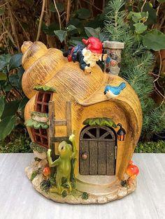 Gardening Diy Miniature Dollhouse Fairy Garden Snail Gnome House With Solar Light - Fairy Garden Houses, Gnome Garden, Snails In Garden, Garden Snail, Solar Garden Lanterns, Solar Licht, Kobold, Charming House, Clay Fairies