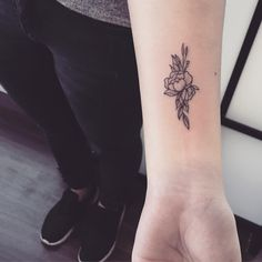 102 small and stylish tattoo ideas for 2019 Mini Tattoos, Cool Tattoos, Tatoos, Small Tattoos With Meaning, Small Tattoos For Guys, Piercings, Henne Tattoo, Stylish Tattoo, Tattoo Und Piercing