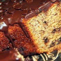 Quem não adora um lanche da tarde com um delicioso bolo e um cafezinho? Nós temos o bolo! Bolo Banana Choc Chips: Bolo de Banana com gotas de chocolate. #DiNorma #cake #bolo #banana #Coffee
