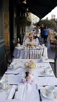 Brunch #artdelatable #ralphnuss #fooding #fleurs #flowers #brunch #vintage #buffets