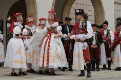nevěsta a ženich Folk Costume, Costumes, European Countries, Handkerchiefs, Beautiful Patterns, Czech Republic, Hana, Harajuku, Textiles