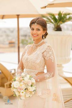 Risultati immagini per sri lanka white saree blouse Bridal Sari, Wedding Sari, Bridal Wedding Dresses, Indian Bridal, Wedding Bride, Simple Bridal Makeup, Bridal Beauty, Simple Makeup, Sri Lankan Wedding Saree