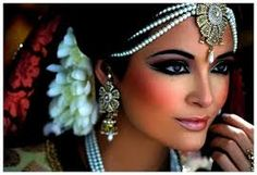 Hot brides top indian bridal makeup trends makeup for bride getting ready photo wedding look latest indian bridal makeup looks and top wedding beauty trends Day Makeup, Bride Makeup, Wedding Makeup, Hair Wedding, Gatsby Makeup, Makeup Class, Makeup Style, Prom Makeup, Wedding Pics