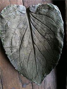 DIY Leaf Bird Bath made with Cement