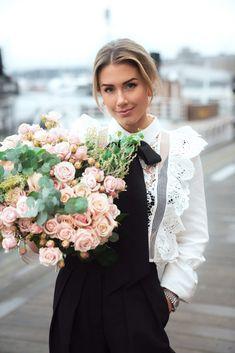 Musikk og blomster- killer kombo! – Dailystory Girls Dresses, Flower Girl Dresses, Wedding Dresses, Flowers, Fashion, Dresses Of Girls, Bride Dresses, Moda, Dresses For Girls