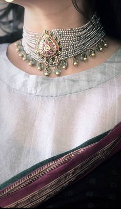 Beaded Jewels- A Real Piece of Heritage! Indian Wedding Jewelry, Bridal Jewelry, Gold Jewelry, Indian Jewelry Sets, Jewellery Bracelets, Resin Jewellery, Jewellery Shops, Ethnic Jewelry, Antique Jewelry
