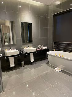 Hotel Reviews, Corner Bathtub, Lifestyle Blog, Maine, Corner Tub