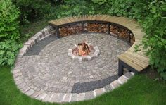 cool Inexpensive Backyard Fire Pit Ideas With Cozy Seating Area Fire Pit Seating, Fire Pit Area, Sloped Backyard, Backyard Seating, Garden Fire Pit, Fire Pit Backyard, Back Gardens, Outdoor Gardens, Fire Pit Plans