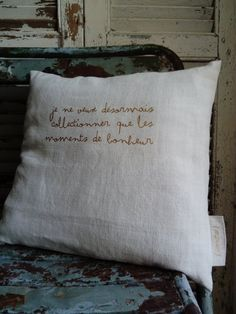 Image of Coussins à texte } Diy Pillows, Decorative Pillows, Coin Couture, Creation Couture, Silhouette Portrait, Sewing Table, Diy Projects To Try, Diy Painting, Decoration