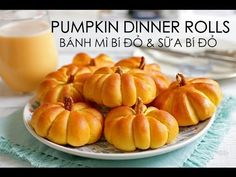 Learn how to make pumpkin dinner rolls with a delicious pumpkin smoothie. In this post, I share with you my favourite pumpkin dinner rolls recipe which deli Thanksgiving Recipes, Fall Recipes, Holiday Recipes, Bread And Pastries, Pumpkin Dinner Rolls Recipe, Pumpkin Rolls, How To Make Pumpkin, Diy Pumpkin, Pumpkin Smoothie