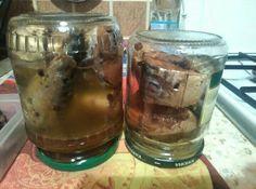 Скумбрия домашнего консервирования.У источника она готовилась в скороварки,но т как у меня её нет 😢 готовила в мультиварке почти три часа.Бульона получилось мало,поэтому в следующий раз буду воды добавлять больше.Да и соли многовато для меня.А в общем мне понравилась. На 1 кг рыбы.250 мл кипятка в нем завариваем два пакета черного чая,лаврушка 2-3 шт, черный перец горошком 0,5 ч л,1 ст л соли,100 мл раст масла.Все в мультиварку и добавить ещё 150 мл кипятка,но надо 300-400 мл чтоб потом вся…