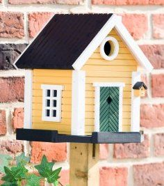 Wooden Bird Houses Are a Great Way of Attracting Birds