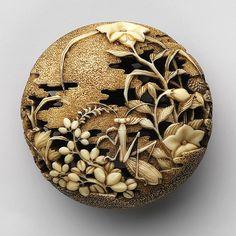 023-Netsuke- campos de otoño con mantis religiosa-Atribuido a Ryûsa-siglo XVIII-marfil tallado- Metropolitan Museum of Art