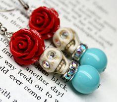 Sugar Skull Earrings with Red Roses DOD Glam Jewelry by Exgalabur Halloween Earrings, Halloween Jewelry, Halloween Halloween, Vintage Halloween, Halloween Makeup, Halloween Costumes, Sugar Skull Jewelry, Sugar Skull Earrings, Homemade Jewelry