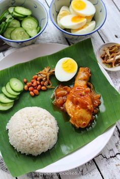 GoodyFoodies: Recipe: Nasi lemak with Malaysian sweet chilli chicken + WORLDFOODS Giveaway Malaysian Cuisine, Malaysian Food, Malaysian Recipes, Dutch Recipes, Asian Recipes, Kitchen Recipes, Cooking Recipes, Malay Food, Nasi Lemak