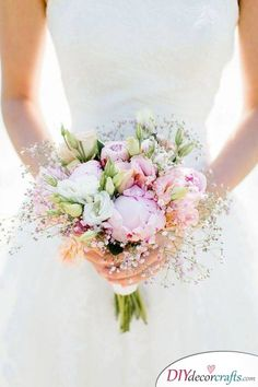 Bride's Bouquet What Should You Consider When Choosing Bridal Flowers? Wedding days are considered as one of the most special and unique days in their lives fo. Small Bridal Bouquets, Bridal Flowers, Bride Bouquets, Boquette Flowers, Bridesmaid Bouquet, Perfect Wedding, Dream Wedding, Wedding Day, Floral Wedding