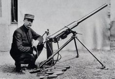 French pneumatic mortar WW1.  Instead of using explosive propellants to launch the mortar round, compressed gas heaved the shell skyward.  A series of mortars, ranging from 60mm to 120mm were put into service during the stalemate trench warfare that marked the First World War, were designed by Edgar Brandt.