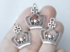 8 Octopus charms antique silver tone FF117