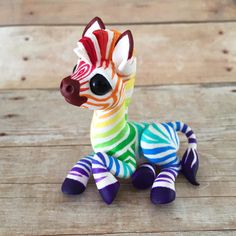 clay Rainbow Zebra Sculpture by Dragons and Beasties Polymer Clay Kunst, Polymer Clay Figures, Polymer Clay Sculptures, Cute Polymer Clay, Polymer Clay Animals, Cute Clay, Polymer Clay Miniatures, Polymer Clay Projects, Polymer Clay Charms