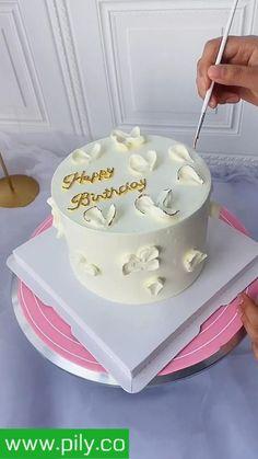 Cake Decorating For Beginners, Creative Cake Decorating, Cake Decorating Designs, Cake Decorating Supplies, Cake Decorating Techniques, Cake Decorating Tutorials, Creative Cakes, Cake Pop Designs, Simple Cake Designs