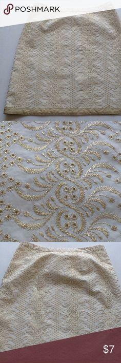 Banana Republic A Line Cream Gold Metallic Skirt 8 Banana Republic skirt. Gold metallic thread embroidered throughout.   Waist- 15.5 Hips- 20.5 Length- 21 Banana Republic Skirts A-Line or Full