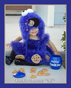 Ravelry: Cookie Muncher Hat ( Cookie Monster inspired) pattern by Yarn Artists Childrens Crochet Hats, Crochet For Kids, Free Crochet, Crochet Crafts, Crochet Projects, Baby Hut, Monster Costumes, Crochet Monsters, Crazy Hats