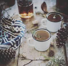 Hot Buttered Fig + Rosemary Bourbon Cider recipe by local milk} Noel Christmas, Winter Christmas, Hygge Christmas, Christmas Feeling, Rustic Christmas, Bourbon Cider Recipe, Momento Cafe, Local Milk, Scandinavian Christmas