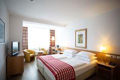 Doppelzimmer im Hotel IMLAUER & Bräu in Salzburg. Salzburg, Das Hotel, Restaurant, Bed, Furniture, Home Decor, Double Room, Homes, House