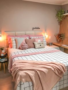Cozy Teen Bedroom, Cute Bedroom Decor, Bedroom Bed Design, Room Ideas Bedroom, Bedroom Inspiration Cozy, Dorm Bedding Sets, Glam Living Room, Cozy Room, Aesthetic Bedroom