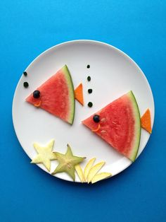 If you arrange fruit for children, the plate is eaten empty.   - InLiebeMami: Kinder & Teenager -  -  Richtest du so Obst für Kinder an, wird der Teller leer gegessen.    watermelon-fish! creativefun4you