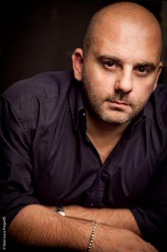 Albano Ghizzoni, tipografo e ideatore di #Essential, marhio nato nel 2006 e che, passo dopo passo, conquista il mondo: da Milano a New York via Parigi. #LessIsSexy