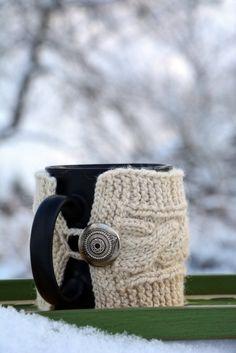 Knit coffee mug cozy / mug warmer with cable pattern, natural wool, white,cup sleeve, mug warmer, tea cozy , vintage metal buttons