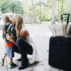 Celeb M A M A watch: Kristin Cavallari giving her son Camden a smooch goodbye before jetting off to New York for a Fashion Week event. Oh, so sweet ❤️